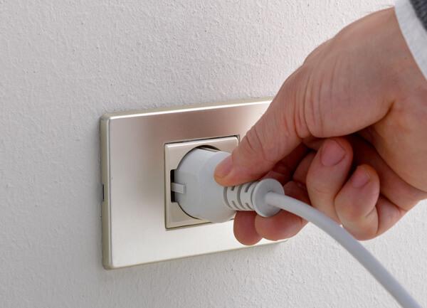 Elektrisch mit Stromversorgung
