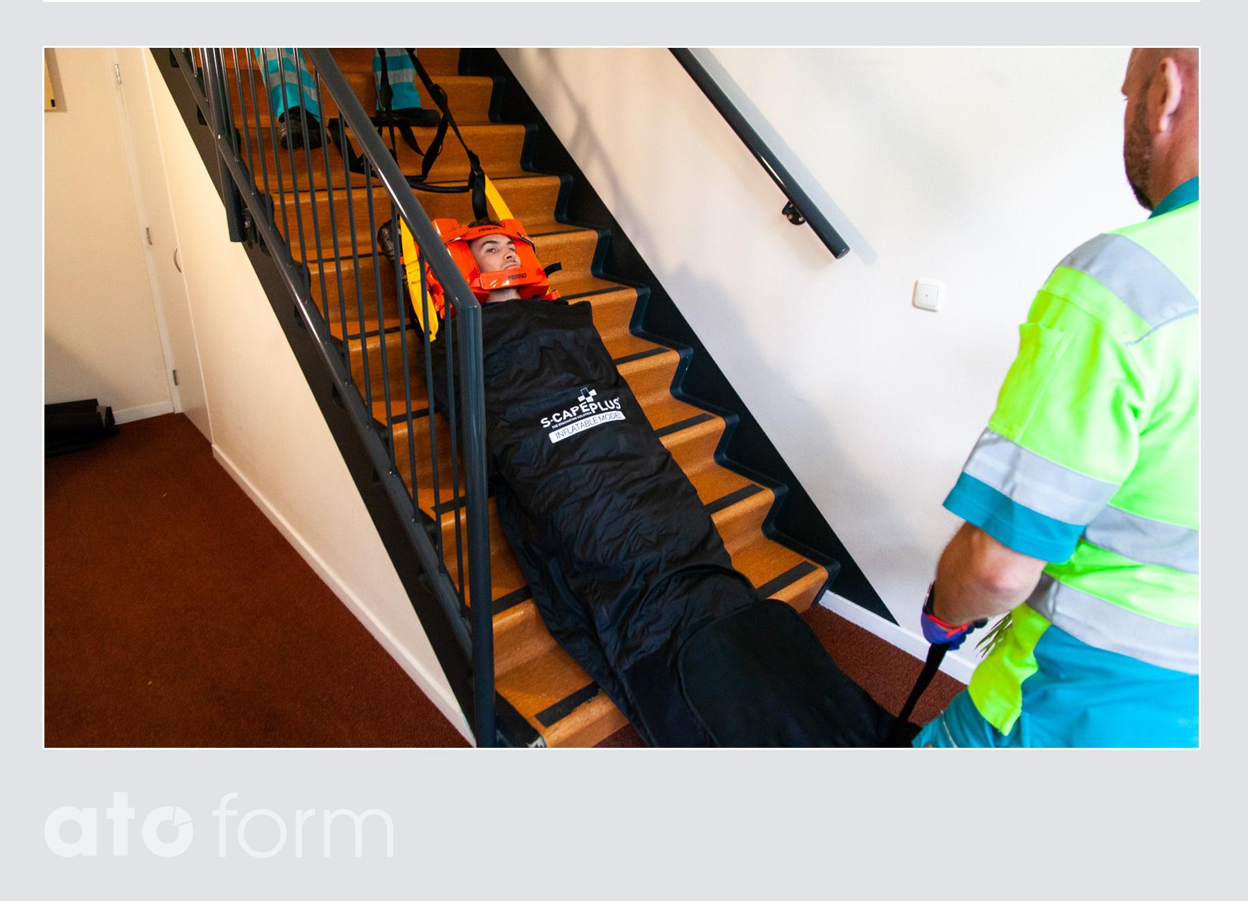 S-CapePlus - Aufblasbares Modell - Sicherung über die Treppe